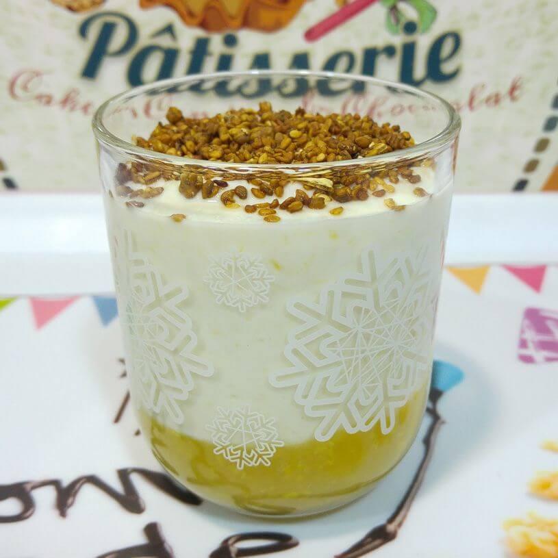 yogurt-con-smoo-fruit-y-sesamo-caramelizado