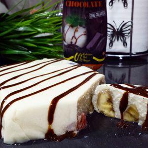 Tarta proteica de chocolate blanco y frutas2