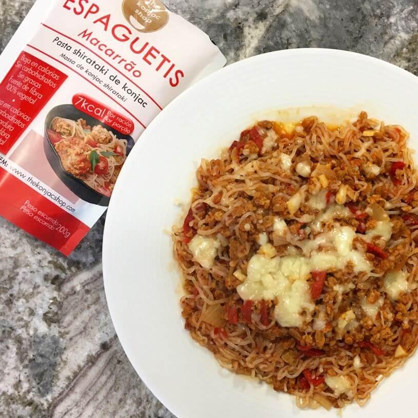 Espaguetis konjac con boloñesa vegana