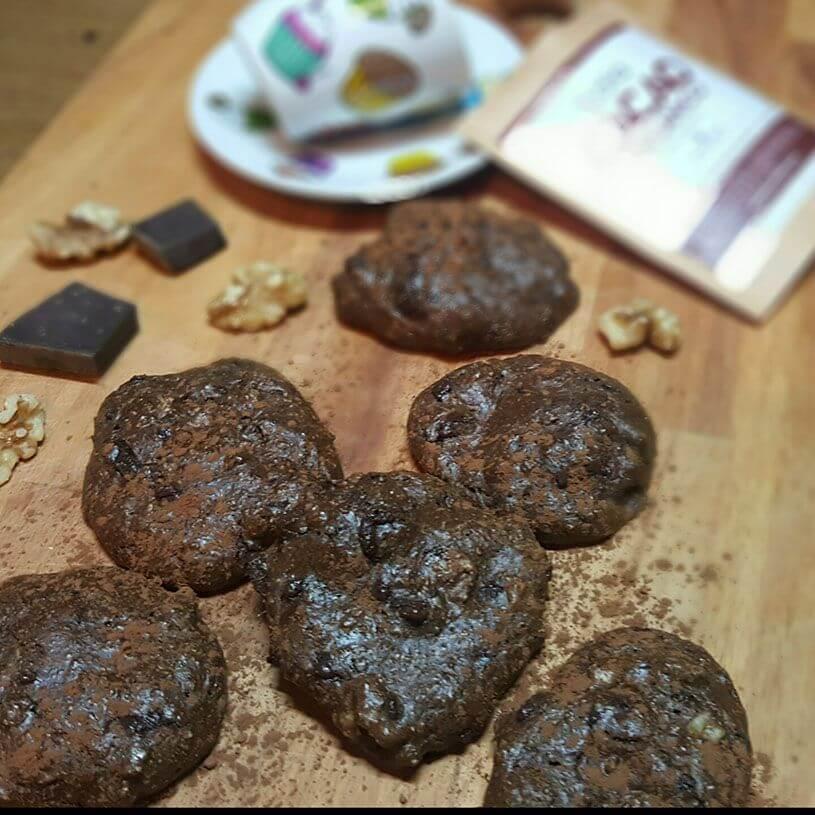 Galletas de cacao, nueces y coco.