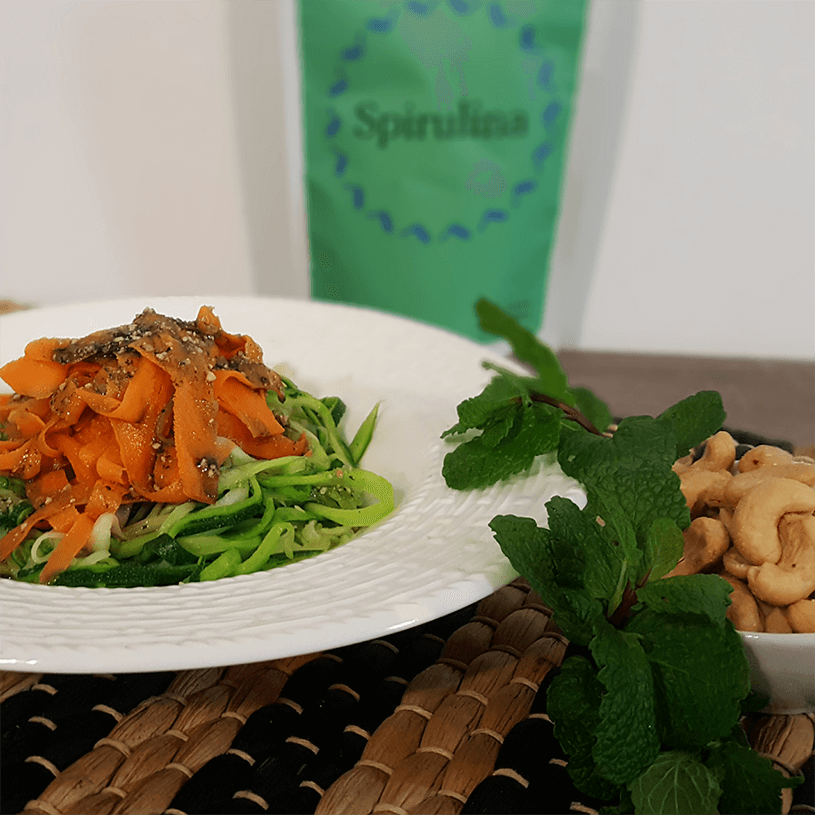 Espaguetis vegetales con pesto de espirulina