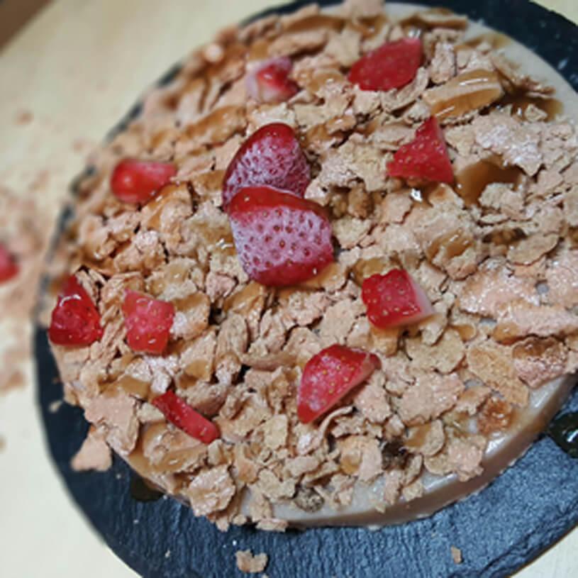 Tarta de fresas con avena crujientes