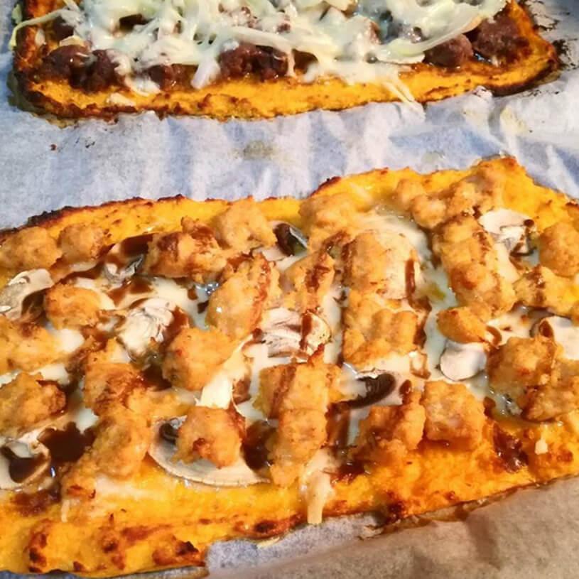 Pizza saludable de calabacín y pollo