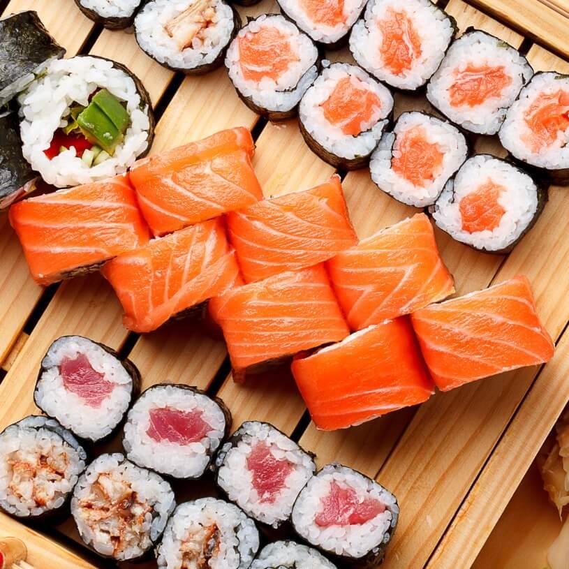 Receta de sushi (norimakis de salmón y aguacate)