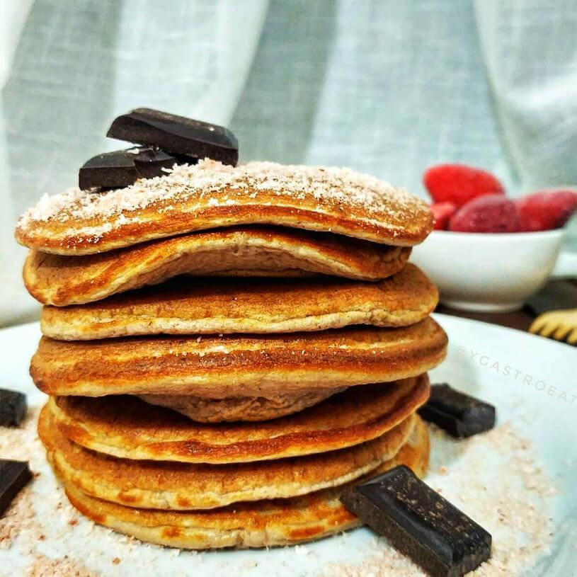 Receta de Pancakes de fresa con chocolate y coco