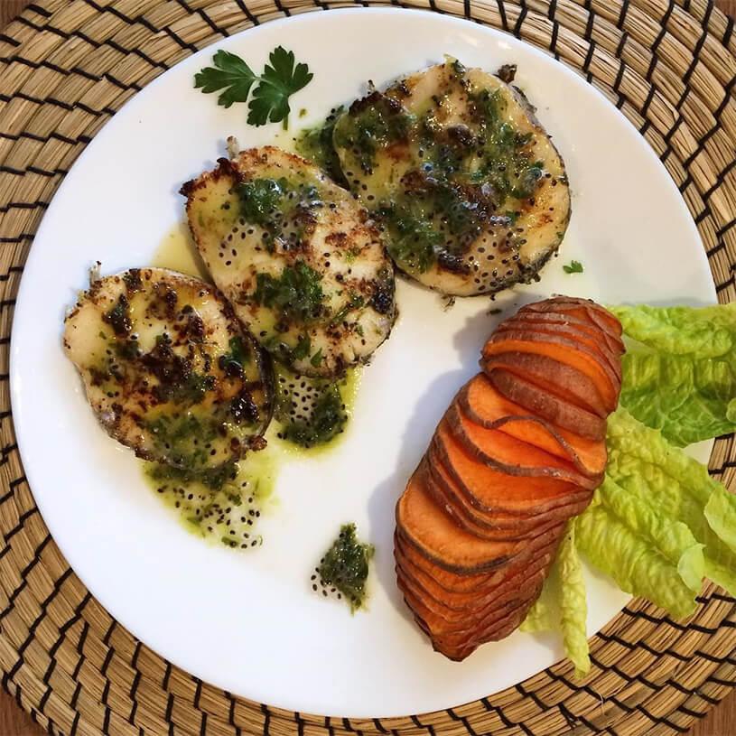 Receta de Merluza con salsa de perejil y semillas