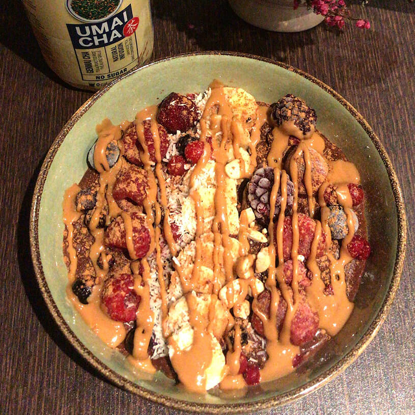 Receta de Gachas con plátano, frutos rojos y coco rallado