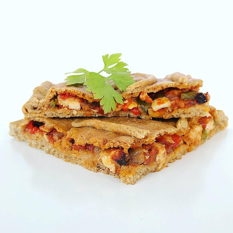 Receta de Empanada de espelta rellena de verduras, pollo y almendras