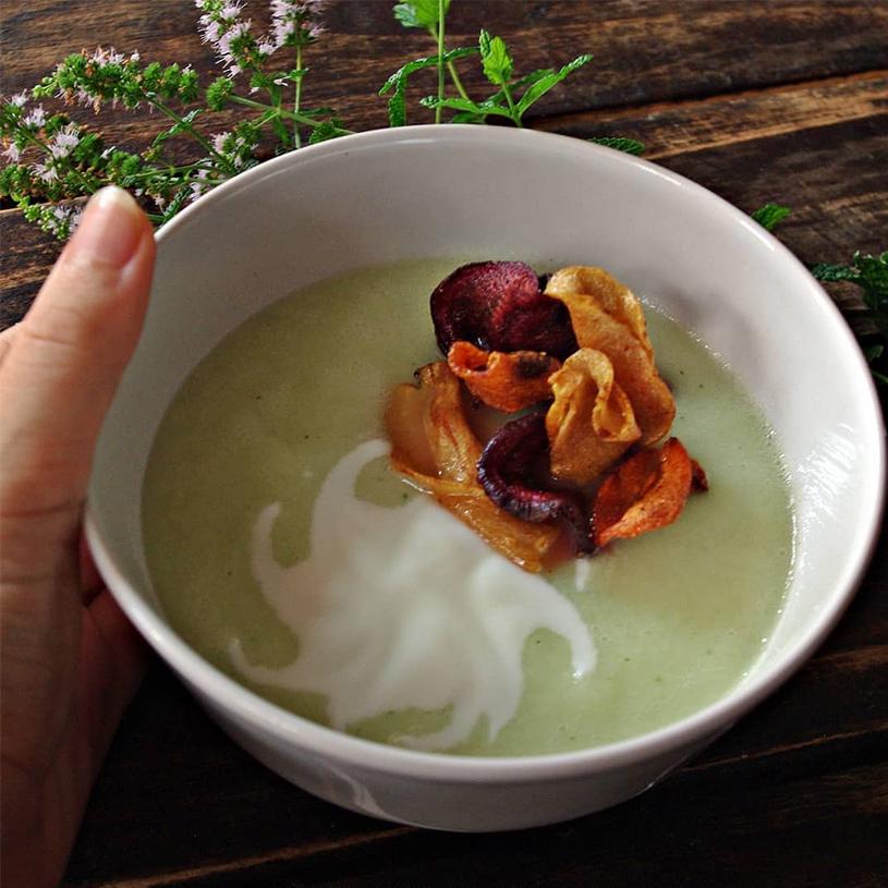 Receta de Sopa Fría de Melón y Chips de Verduras