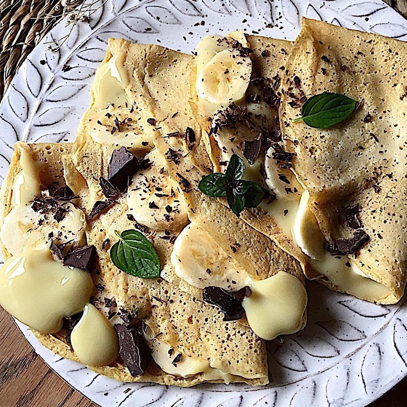 Receta de Crepes de Vainilla con crema pastelera vegana, plátano y chocolate