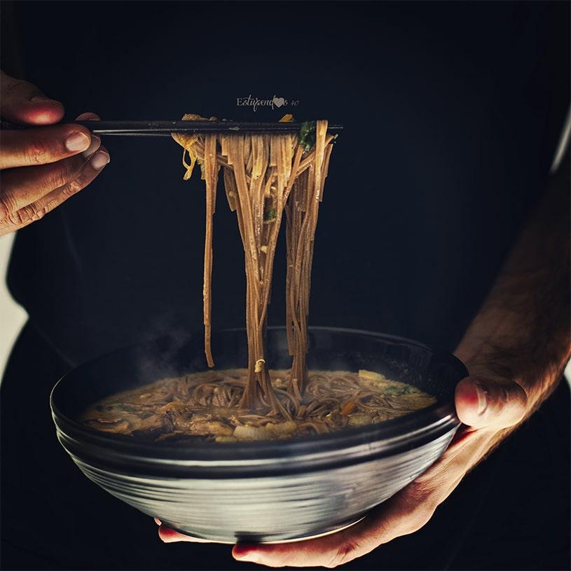 Receta de Sopa miso con fideos soba, quinoa y verduras