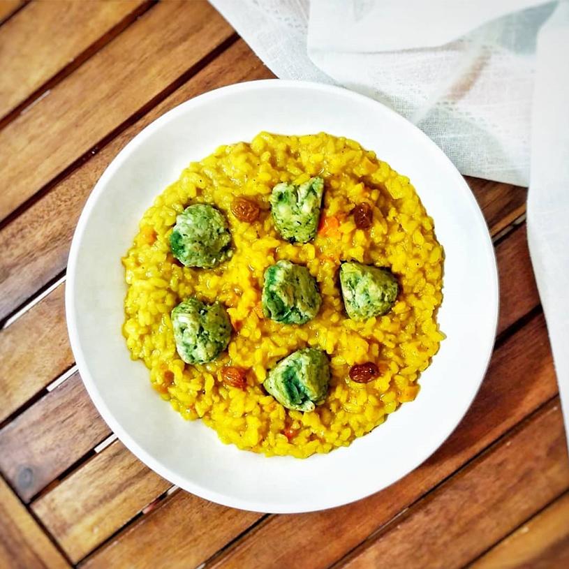 Receta de arroz al estilo hindú con albóndigas de pollo y espirulina