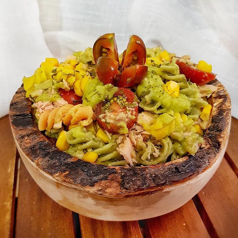 Receta de Ensalada de pasta multivegetales con atún, maíz y guacamole